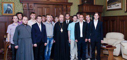 Студенты-выпускники встретились с митрополитом Анастасием