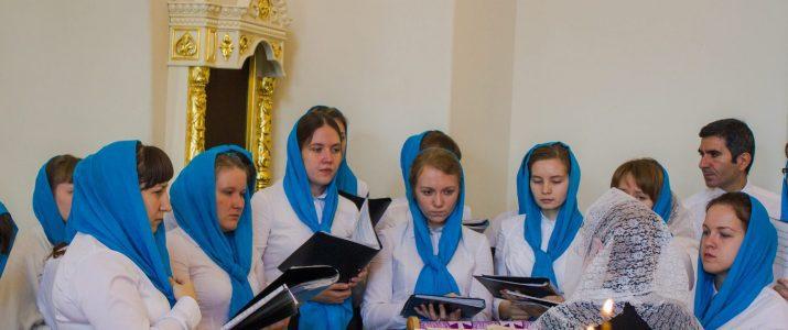 Хор Регентско-катехизаторского отделения принял участие в молодежной Божественной литургии