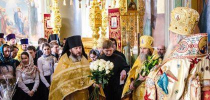 Поздравление Владыки Ректора, митрополита Казанского и Татарстанского Феофана с Рождеством Христовым!