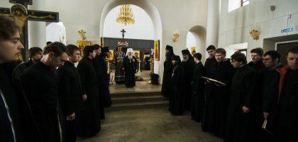 Мужской хор Казанской семинарии принял участие в архиерейской Литургии Преждеосвященных Даров