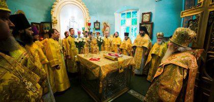 Первый проректор и выпускники КазПДС помолились у мощей святителя Гурия
