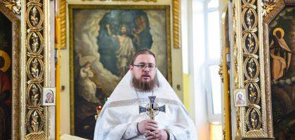 Православный христианин почитает икону, как образ, напоминающий ему о Боге