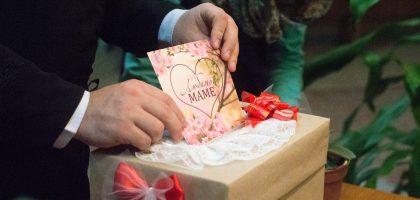 Студенты Казанской семинарии провели акцию «Открытка маме»