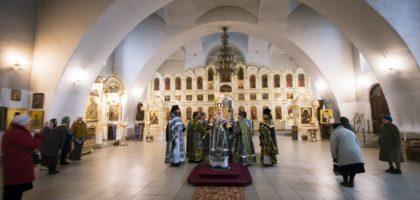 Ректор и члены администрации Семинарии совершили Литургию Преждеосвященных Даров в Богоявленском соборе Казани