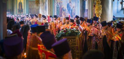 Администрация и студенты Казанской семинарии приняли участие в Пасхальной великой вечерне в Благовещенском соборе