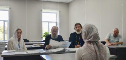 Продолжаются вступительные экзамены в духовную семинарию