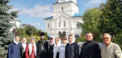 В ДЕНЬ 100-ЛЕТИЯ ПАМЯТИ ПРЕПОДОБНОМУЧЕНИКОВ КАЗАНСКИХ УЧАЩИЕСЯ РЕГЕНТСКОГО ОТДЕЛЕНИЯ МОЛИЛИСЬ В ЗИЛАНТОВОМ МОНАСТЫРЕ