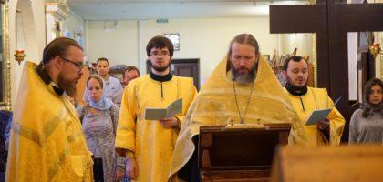 Каждую среду в семинарском храме учащиеся молятся за акафистом святому праведному Иоанну Кронштадскому
