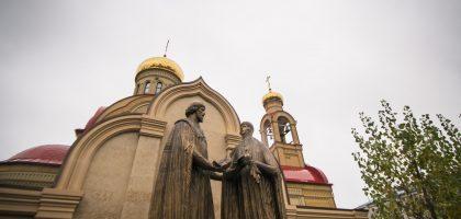 В ДЕНЬ НАРОДНОГО ЕДИНСТВА В КАЗАНИ БЫЛ ОТКРЫТ ПАМЯТНИК БЛАГОВЕРНЫМ ПЕТРУ И ФЕВРОНИИ