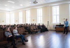 Состоялась встреча студентов семинарии с журналистом Владиславом Мальцевым