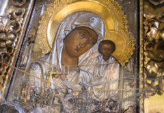 Во время воздушного крестного хода в храме семинарии был совершён акафист перед Казанской иконой Пресвятой Богородицы