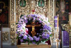 «Кресту Твоему поклоняемся, Владыко…»: духовная школа встретила праздник Воздвижения Креста Господня