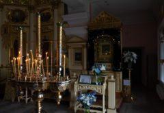 Клирики семинарского храма совершили молебен с акафистом перед Казанской иконой Божией Матери в Казанско-Богородицком монастыре