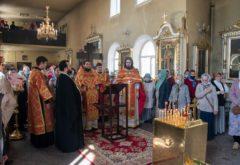 Радоница: в храме духовной школы состоялись пасхальные заупокойные богослужения